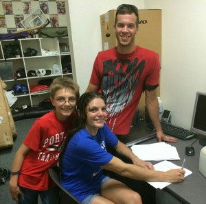 Lauren signing UFC contract
