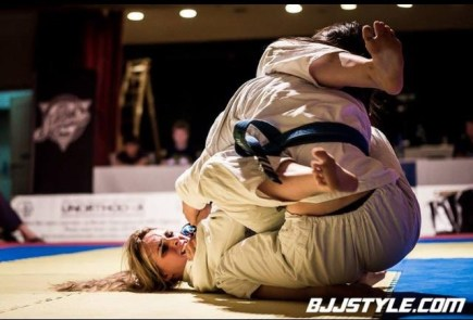 Ffion Davies competing in BJJ