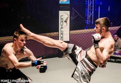 Alex Brunnen front kick to head of Tyler Thomas at RAGED UK MMA (c) Point 5 Photography