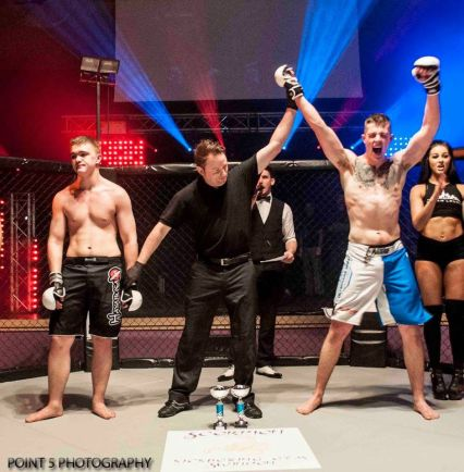 Jake Oliver at RAGED UK MMA (C) Point 5 Photography