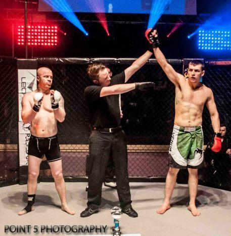 Tom Enstone at RAGED UK MMA (c) Point 5 Photography