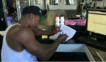 Phil Davis signing his new Bellator contract