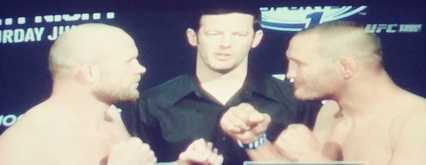 Tim Boetsch vs Dan Henderson UFCNOLA